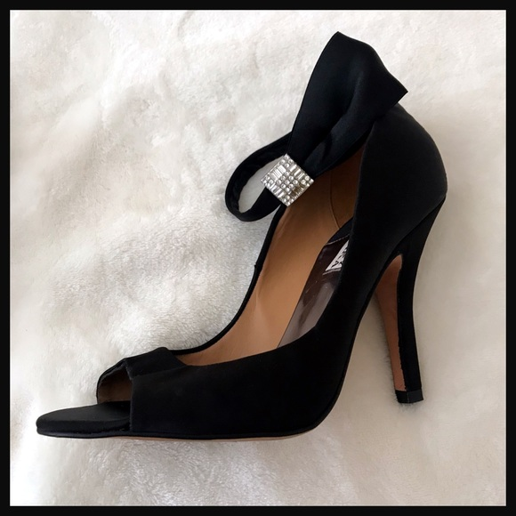 8fd5517661 Badgley Mischka Shoes - BADGLEY MISCHKA   black satin heels with bow strap